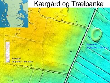 Ved Kærgård på geestranden af Hjerpsted Bakkeø  ca. 900 meter vest for Trælbanke lå en stor bebyggelse fra ældre romersk jernalder (50 f.Kr. – 200 e.Kr.). Bebyggelsen eksisterede samtidig med Trælbanke.