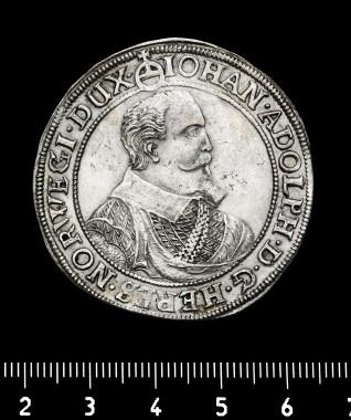En daler udstedt af hertug Johann Adolf af Gottorp 1614. Foto: Nationalmuseet.