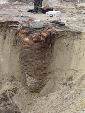 En af flere brønde, som blev fundet.