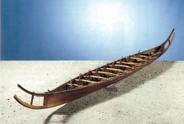Modellen er fremstillet af Gustav Rosenberg, og ligesom originalen, syet sammen. Foto: L. Larsen, Nationalmuseet (fra Kaul 1988, Fig. 9).