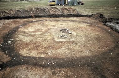 Omslutter en jordfæstegrav, fra Galsted.