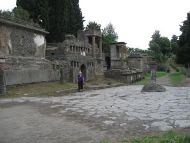Omslutter en jordfæstegrav fra Pompeji .