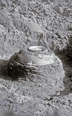 Fadet ligger som låg på en underliggende urne. Foto: Jens Raben, 1932.