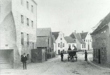 Der er kig mod Hertug Hans Hospital. Foto: Historisk Arkiv for Haderslev Kommune.