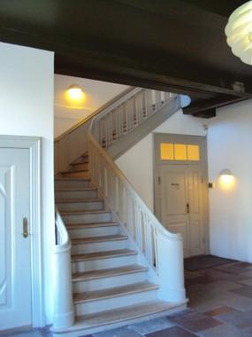 Klassicistisk trappe i Naffet 2's indgangsparti.