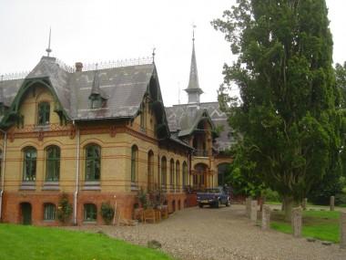Stuehuset står som et af egnens smukkeste eksempler på hannoverstilen. Foto: Helge C. Jacobsen.