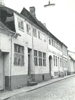 Inden huset blev ført tilbage til sit renæssanceudseende, bl.a. ved at fjerne den øverste etage. Foto: Historisk Arkiv for Haderslev Kommune.