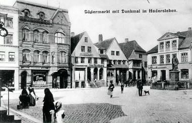 Før branden i 1962 overpudsede man bindingsværket. Foto: Historisk Arkiv for Haderslev Kommune.