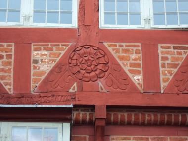 Detalje af roset, som er blevet bygningbevaringforeningens bomærke.