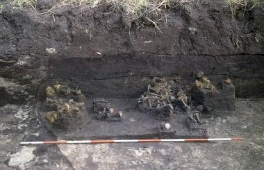 6. Dynge med  bådnagler under udgravning.