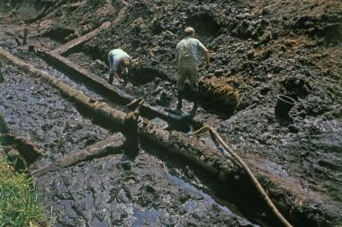 7. Det kraftige tømmer i fundamentsrammen.