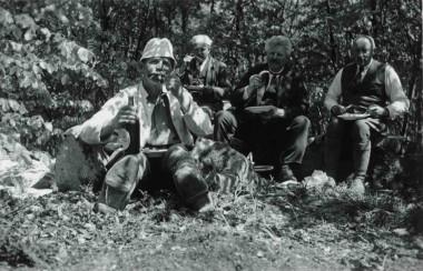 I baggrunden ses fra højre Jens Raben og Julius Raklev.  Foto: Nationalmuseet.