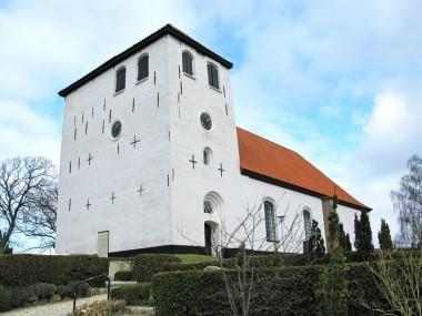 Resten af den romanske kirke blev nedrevet i 1773. Foto: L. S. Madsen.