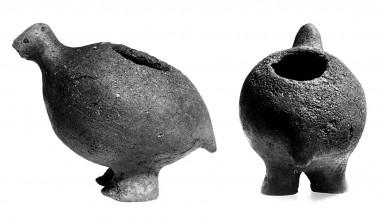 Lerkarret er formet som en agerhøne, og har formodentlig været brugt som lampe. Foto: Erik Jørgensen.