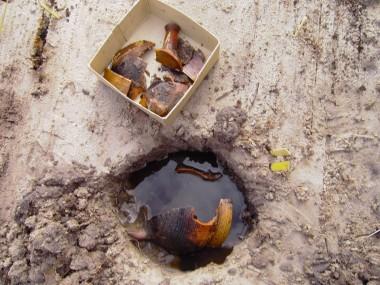 Potte med udvendig hornmaling, fundet under husplateau ved hus nr. 19.