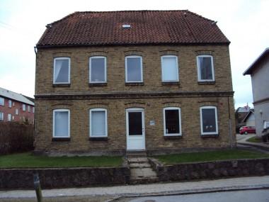 Her er husene lidt mere forskellige end på Dalgade, hvilket kan skyldes, at forskellige bygherrer opførte boligerne på Lindedal.