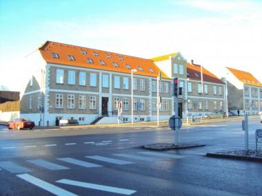 Ligesom huset på Slotsgrunden 1 er bygningerne på Gammelting meget symmetriske.