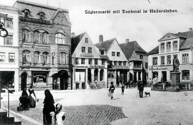 Før branden, i 1962, blev bindingsværket overpudset. Foto: Historisk Arkiv for Haderslev Kommune.